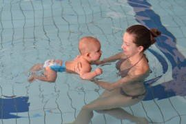 Na basenie z niemowlakiem