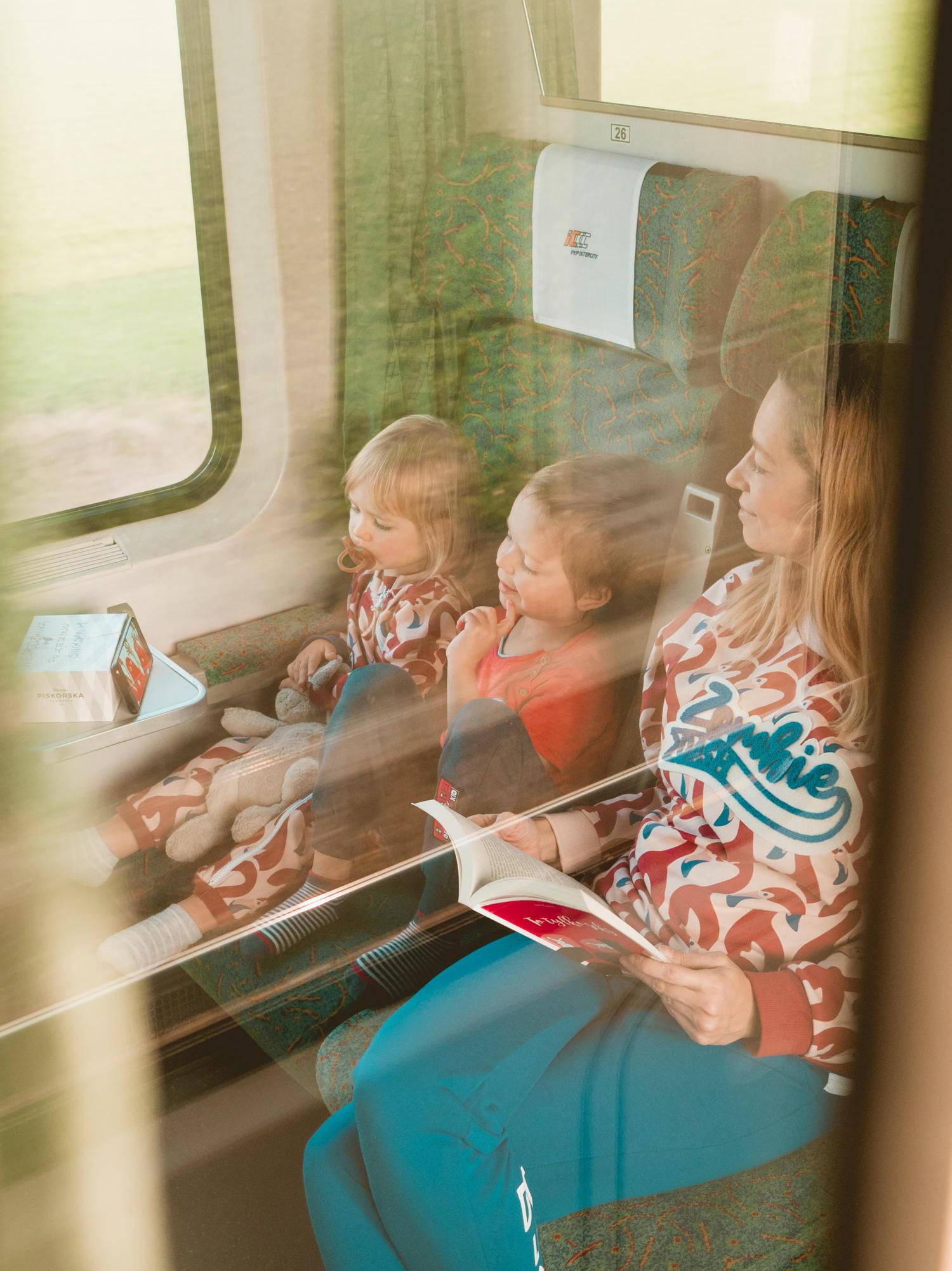 jak najlepiej podróżować z dziećmi