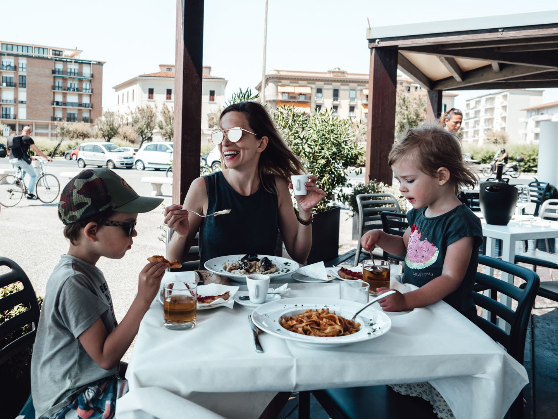 Przeszkadzają ci dzieci w restauracji? To siedź w domu!